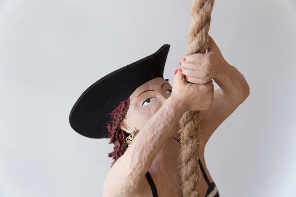 Piratin Pappmachéfigur