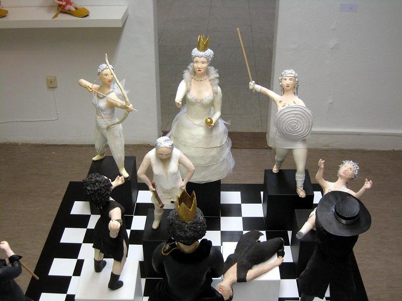 Schach_1 Pappmachéfiguren von Johanna Iversen