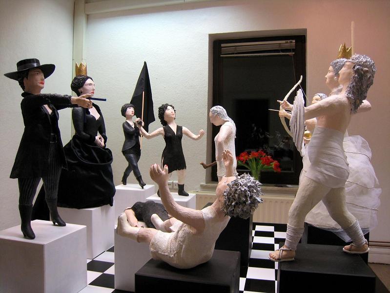 Schach_3 Pappmachéfiguren von Johanna Iversen